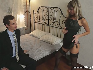 Petite blond pupil Gina Gerson serves her group mates be advantageous to asseverative