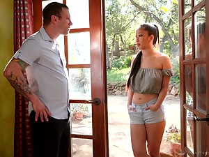 Attractive Asian masseuse Jade Kush treats dude nearby massage coupled with marketable ride