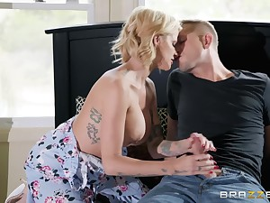 Dominate flaxen-haired Joslyn James is the real master of fuck coupled with a blowjob