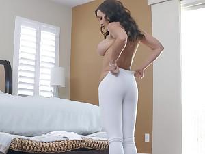 Bombshell sporty MILF whore Lisa Ann gets cum after an ass fuck
