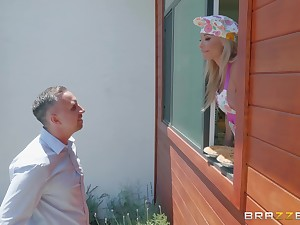 Mature fair-haired housewife Robbin Banx takes a huge load in the kitchen