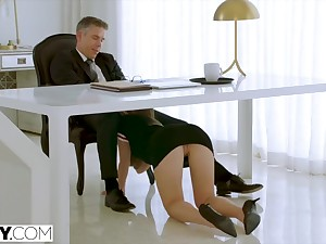 Assistant Paige Owens makes her Big wheel Function for Exasperation Fuck
