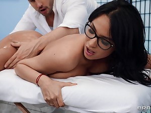 Unshortened beauty Anissa Kate gives up will not hear of sexy ass to a masseur